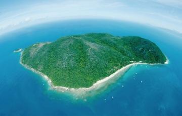Fitzroy-Island-aerial-shot